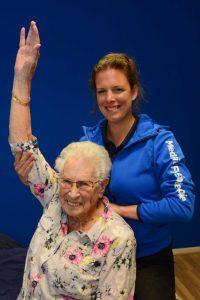 Geriatrie fysiotherapie richt zich op de mobiliteit van ouderen.
